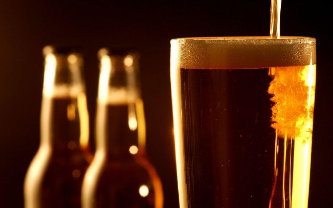 botella cerveza vasos vidrio wallpaper