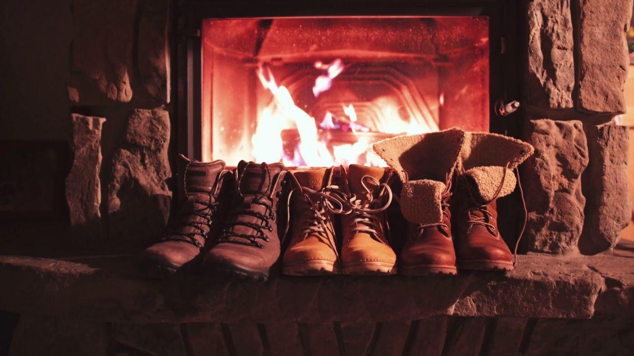 botas chimenea fuego wallpaper