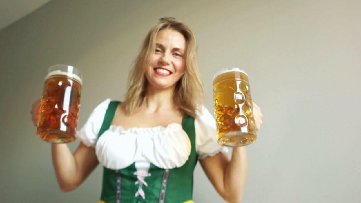 vidrio mujer jarras cerveza wallpaper