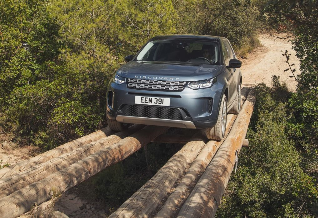 Land Rover Discovery Sport (2020) wallpaper