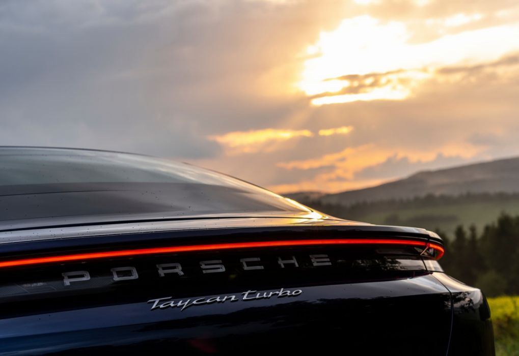 Porsche Taycan Turbo (2020) wallpaper