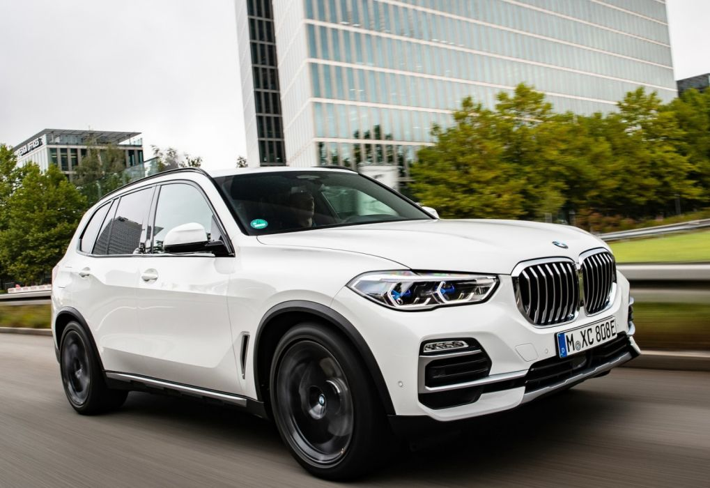 BMW X5 xDrive45e iPerformance (2019) wallpaper