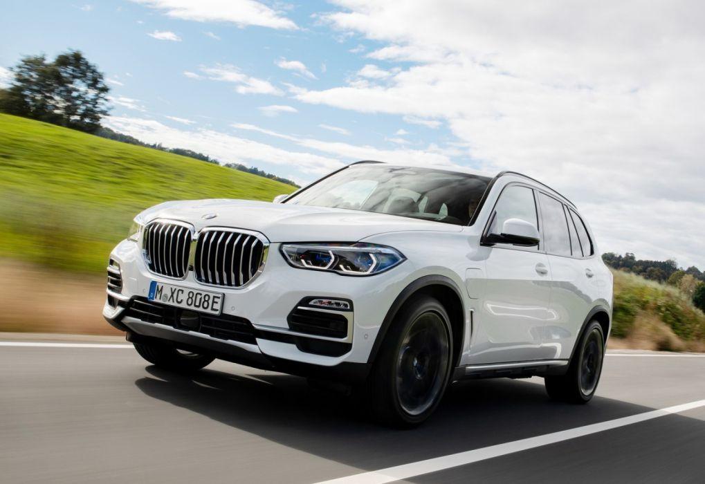 BMW X5 xDrive45e iPerformance (2019) wallpaper