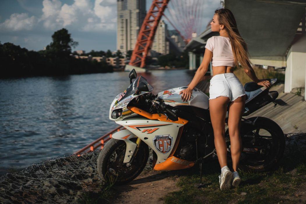 moto yamaha blanca modelo mujer wallpaper