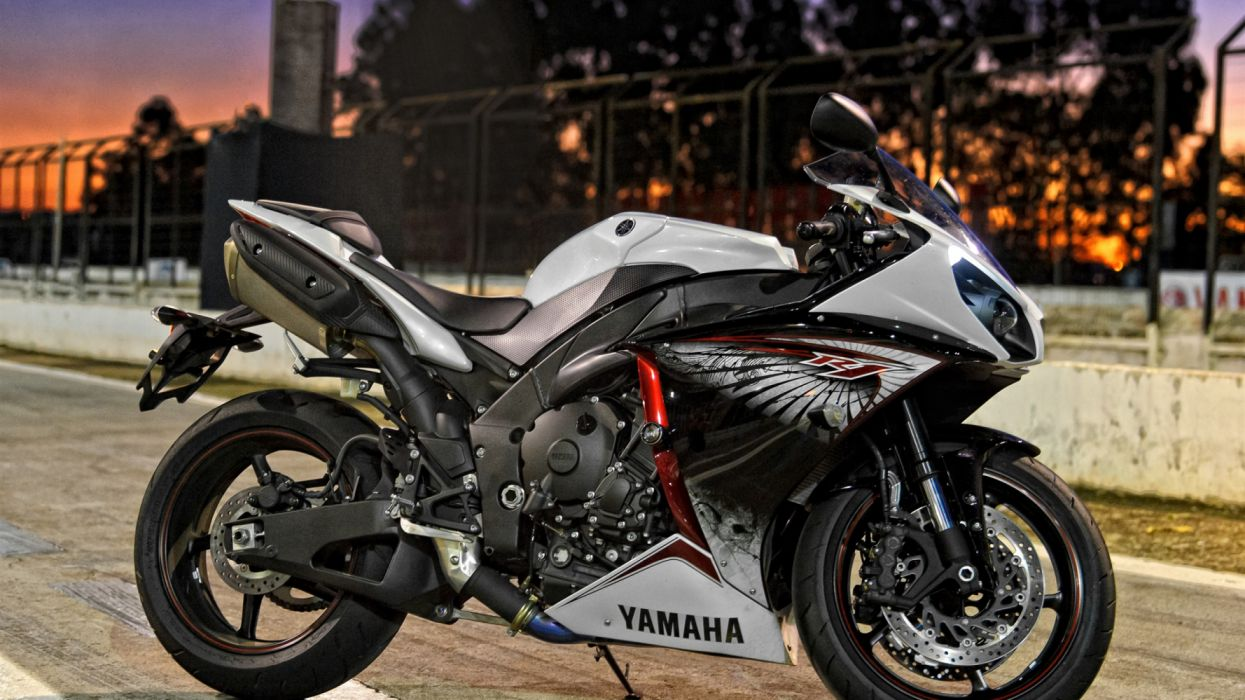 Yamaha motorcycle at night city street wallpaper