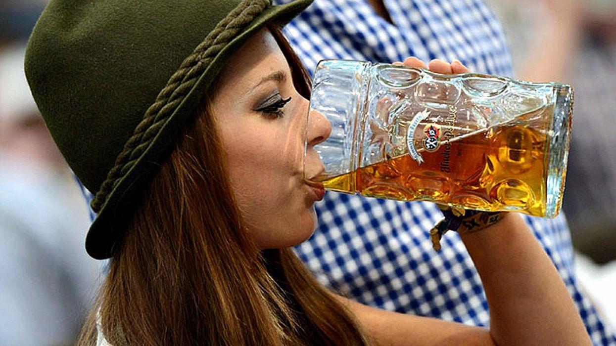 Oktoberfest beer women holiday germany wallpaper
