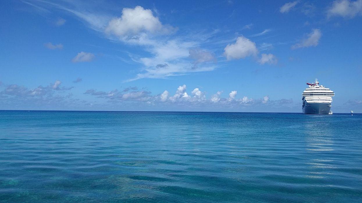 oceano barco crucero nubes wallpaper