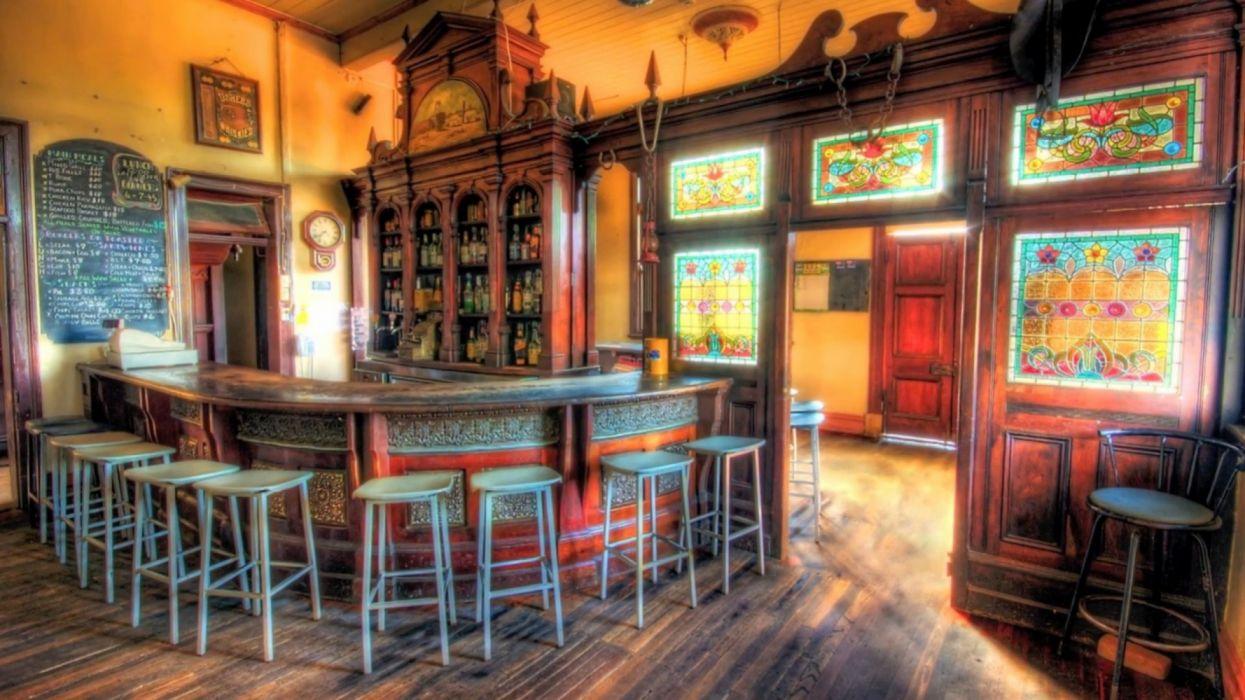 pub irlandes interior wallpaper
